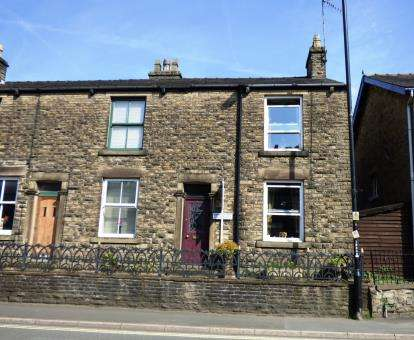 2 Bedrooms Terraced House for sale in Buxton Road, Whaley Bridge, High Peak, Derbyshire