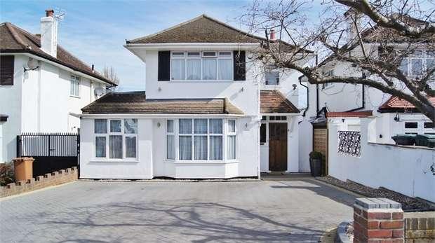 3 Bedrooms Detached House for sale in Raglan Gardens, WATFORD, Hertfordshire
