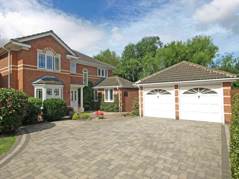 4 Bedrooms Detached House for sale in Turnstone Green, Bicester
