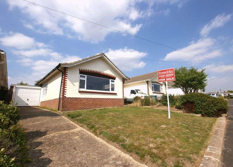 2 Bedrooms Detached Bungalow for sale in Bentley Crescent, Fareham