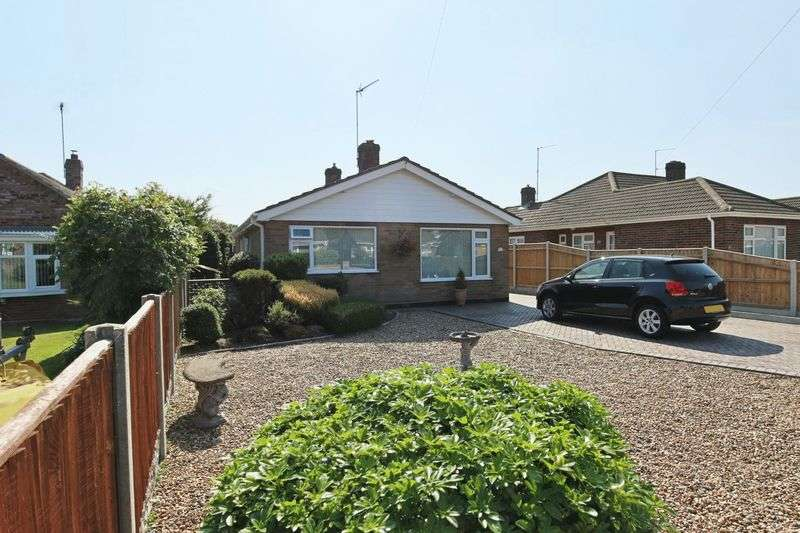 2 Bedrooms Bungalow for sale in Middle Way, Gunton, Lowestoft