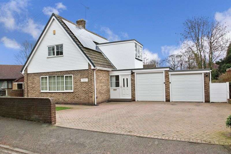 4 Bedrooms Detached House for sale in Chiltern Drive, Ackworth