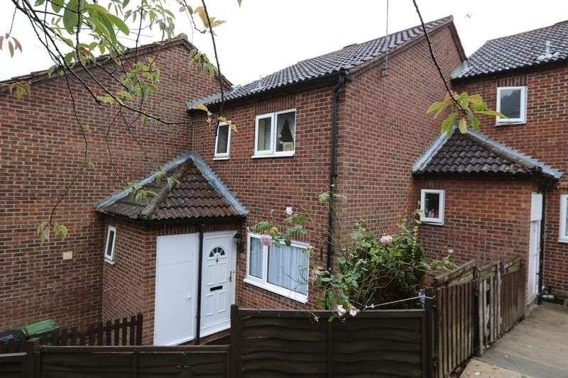 2 Bedrooms Terraced House for sale in Cumbrian Way, High Wycombe