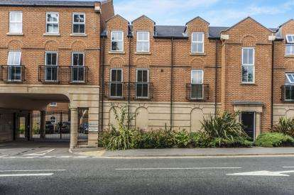 2 Bedrooms Flat for sale in Parklands Court, Yarm Road, Eaglescliffe, Stockton-On-Tees