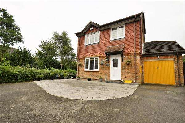 4 Bedrooms Detached House for sale in Ashford, TN23