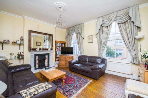 2 Bedrooms Maisonette Flat for sale in Benwell Road, London, N7
