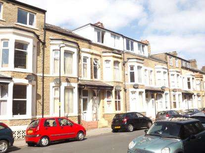 2 Bedrooms Flat for sale in Kensington Road, Morecambe, Lancashire, United Kingdom, LA4