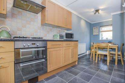 4 Bedrooms Terraced House for sale in Rawcliffe Drive, Ashton-On-Ribble, Preston, Lancashire, PR2