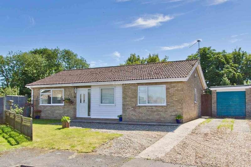 3 Bedrooms Detached Bungalow for sale in St Andrews Close, Holme Hale