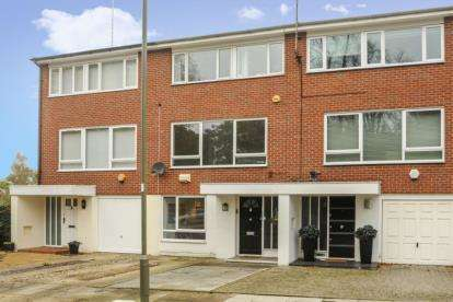 3 Bedrooms Town House for sale in Windsor Close, Finchley