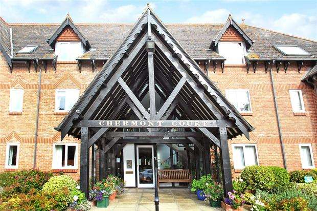 2 Bedrooms Apartment Flat for sale in Chermont Court, The Street, East Preston, West Sussex, BN16