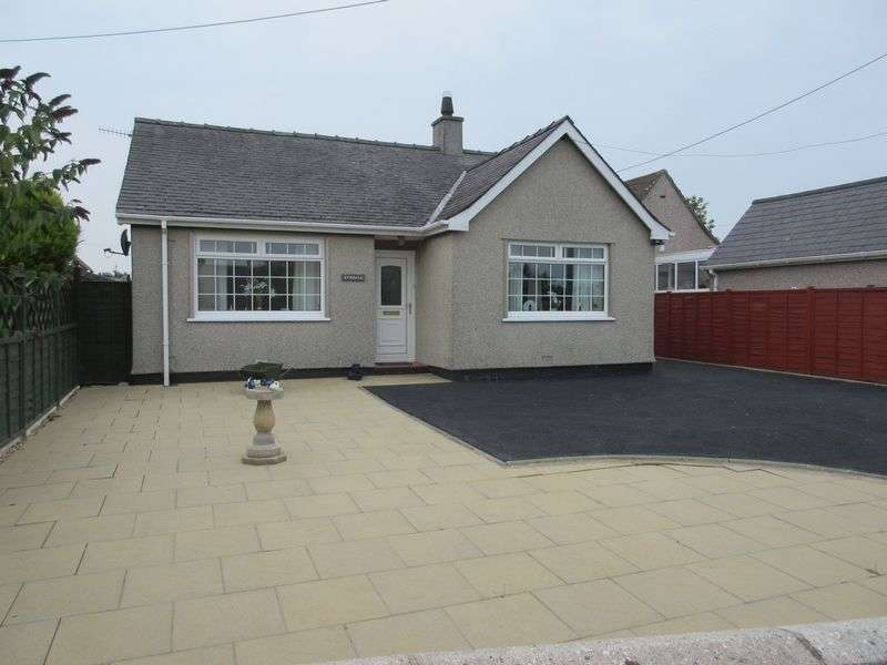 2 Bedrooms Detached Bungalow for sale in Lon Ysgubor, Cemaes Bay