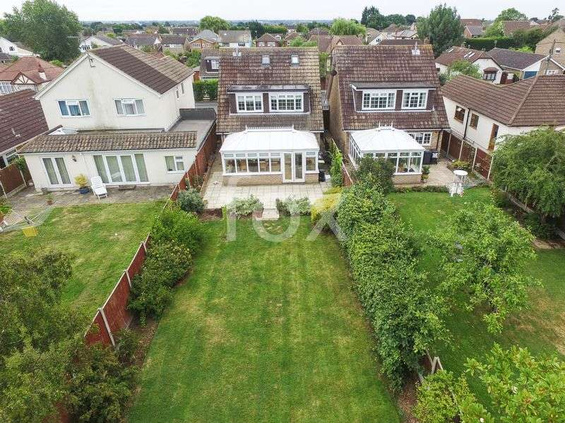 4 Bedrooms Detached House for sale in Clifton Road, Rochford