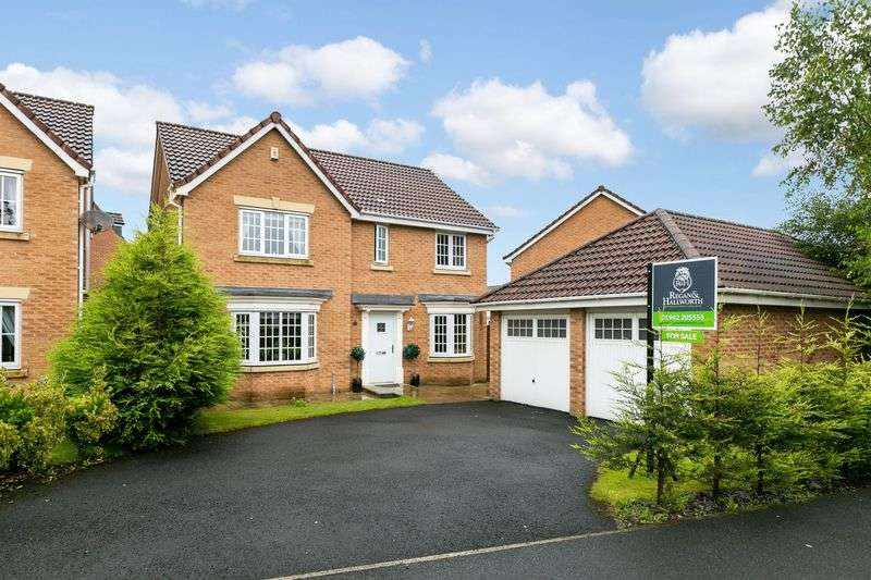 4 Bedrooms Detached House for sale in Chatsworth Fold, Springview, WN3 4LT