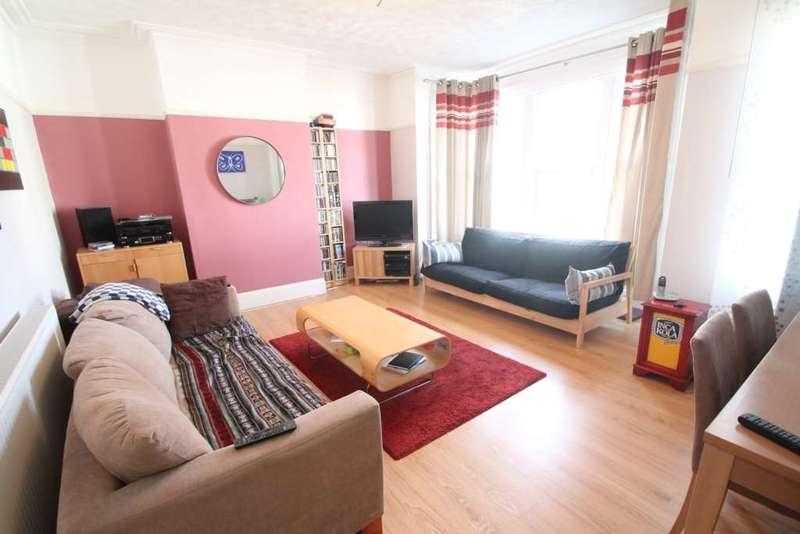 2 Bedrooms Flat for sale in Beedell Avenue, Westcliff On Sea
