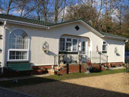 2 Bedrooms Mobile Home for sale in Chalk Hill Lane, Great Blakenham, Ipswich