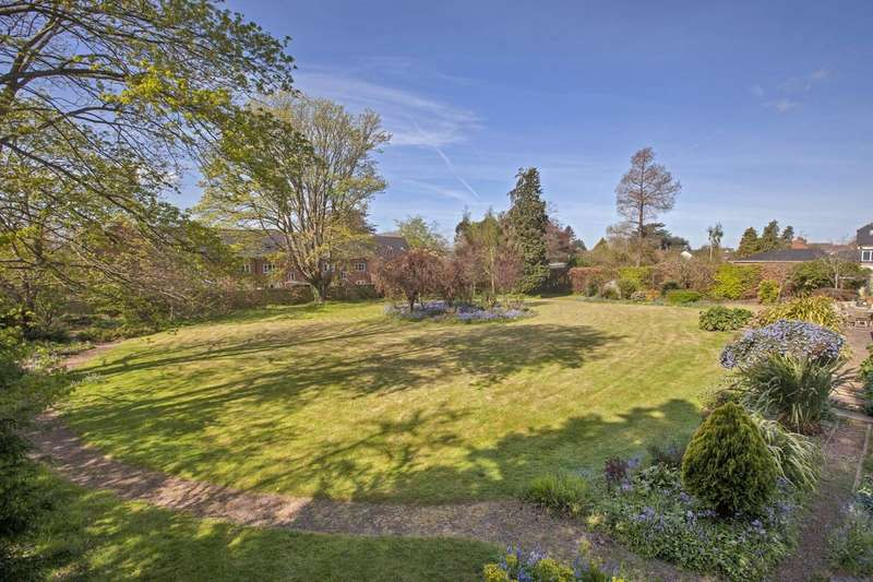 5 Bedrooms Detached House for sale in St Leonards, Exeter