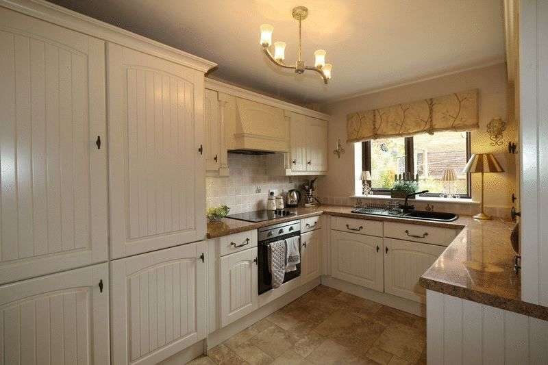 4 Bedrooms Detached House for sale in St. Peters Road, Newchurch, Rossendale, BB4 9EZ