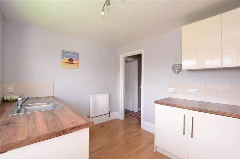 4 Bedrooms Bungalow for sale in Heathdown Close, Peacehaven, East Sussex