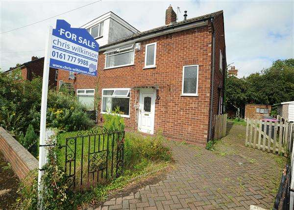 3 Bedrooms Semi Detached House for sale in 47 Queensway, Irlam, M44 6ND