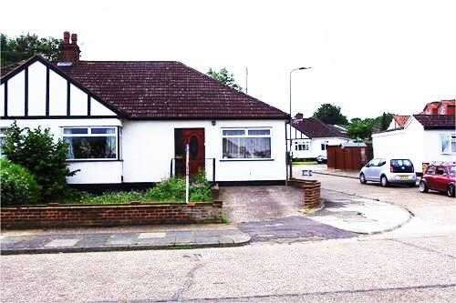 3 Bedrooms Semi Detached Bungalow for sale in Sussex Road, Orpington