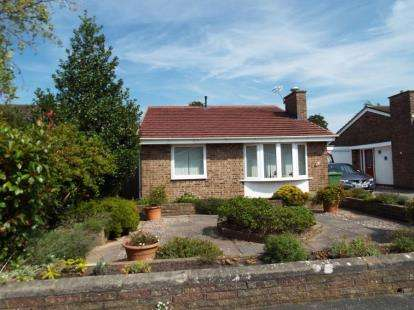 2 Bedrooms Bungalow for sale in Gorsefield, Formby, Liverpool, Merseyside, L37
