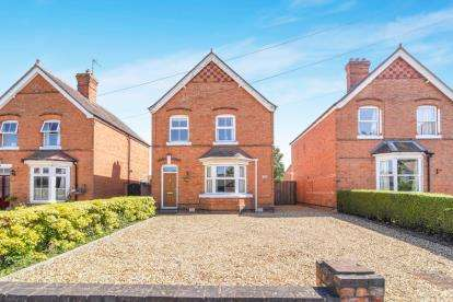 3 Bedrooms Detached House for sale in Cheltenham Road, Evesham, Worcestershire