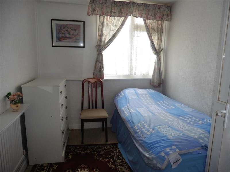 3 Bedrooms End Of Terrace House for sale in Wivenhoe Road, Barking, Essex