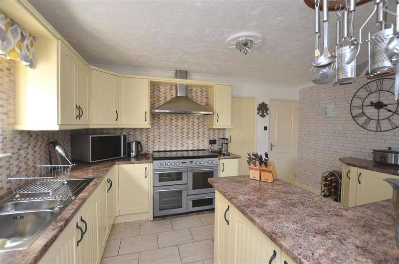 3 Bedrooms Detached House for sale in Collingwood Road, St. Margarets-At-Cliffe, Dover, Kent