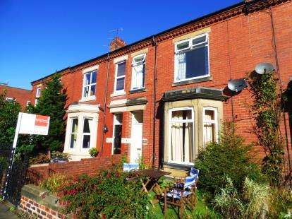 4 Bedrooms Terraced House for sale in Roxburgh Terrace, Whitley Bay, Tyne and Wear, NE26