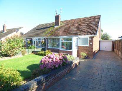 2 Bedrooms Bungalow for sale in Princess Drive, Sandbach, Cheshire
