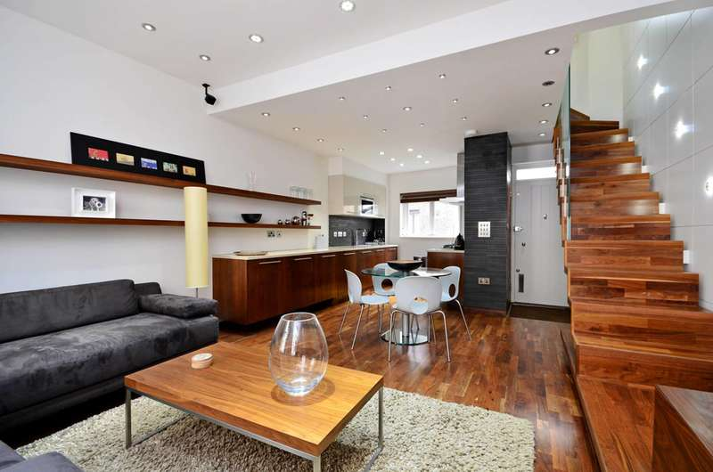 3 Bedrooms Maisonette Flat for sale in Shorts Gardens, Covent Garden, WC2H