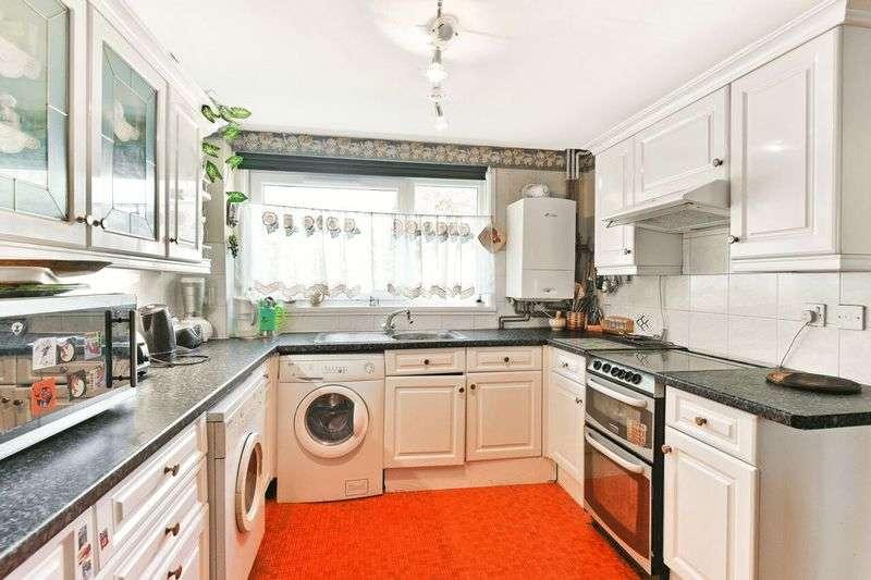 3 Bedrooms Flat for sale in Penrith Street, Furzedown, London