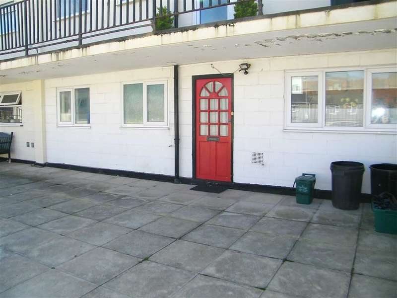 2 Bedrooms Flat for sale in Haven Heights, Milford Haven