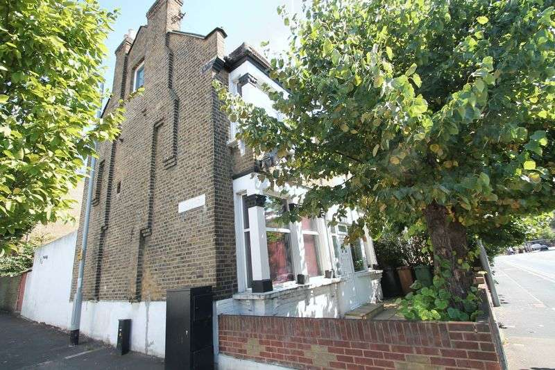 6 Bedrooms Terraced House for sale in Blackhorse Road, London