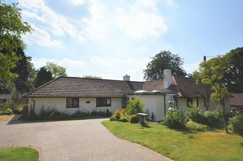 4 Bedrooms Detached Bungalow for sale in Furze Hill Road, Headley Down