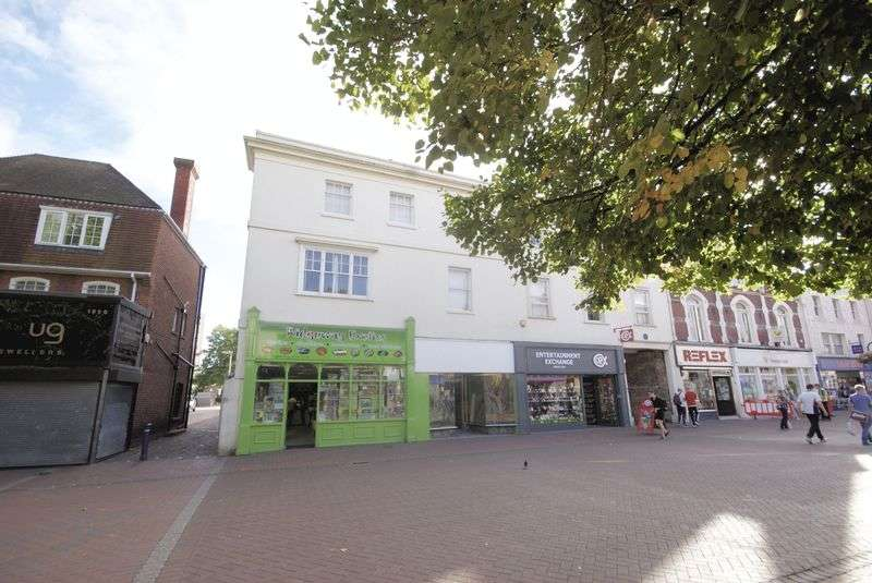 2 Bedrooms Flat for sale in High Street, Gosport