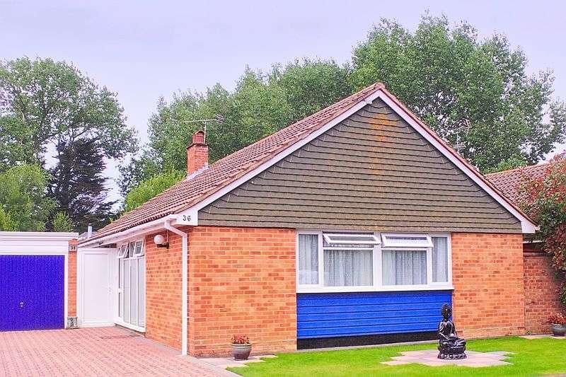 3 Bedrooms Detached Bungalow for sale in Golf Links Road, Bognor Regis, PO22