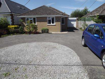 3 Bedrooms Bungalow for sale in Kingston, Ringwood, Hampshire