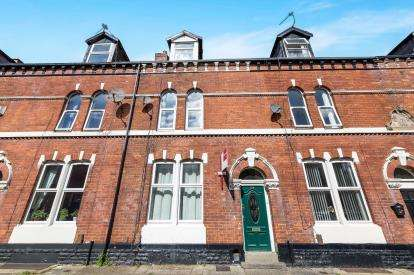 4 Bedrooms Terraced House for sale in Hope Street, Dukinfield, Greater Manchester, United Kingdom