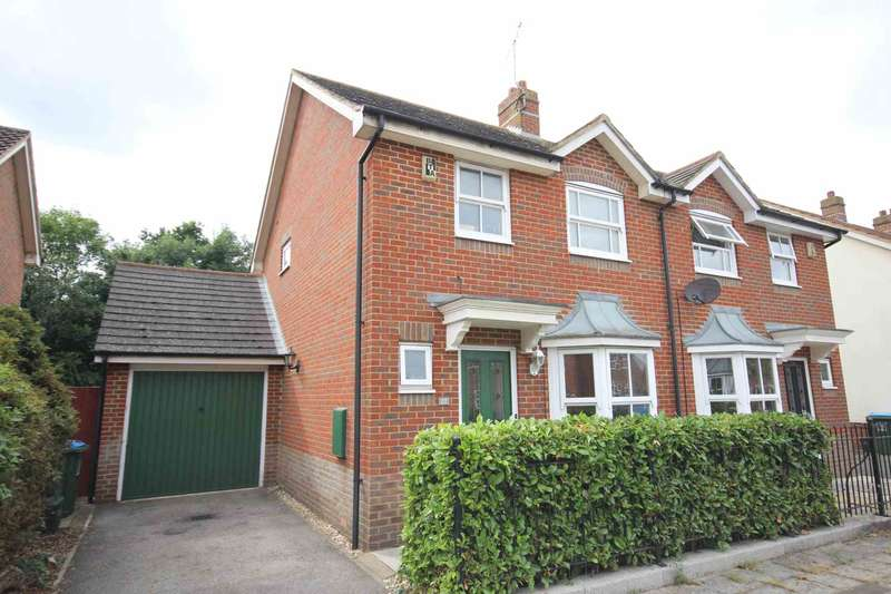 3 Bedrooms Semi Detached House for sale in Horton Close, Fairford Leys