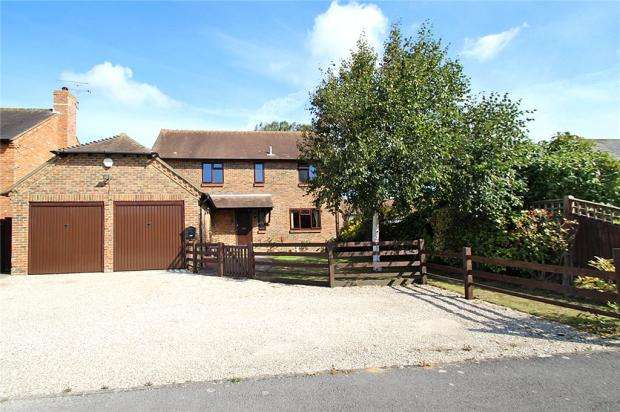 4 Bedrooms Detached House for sale in Meadow Park, East Preston, West Sussex, BN16