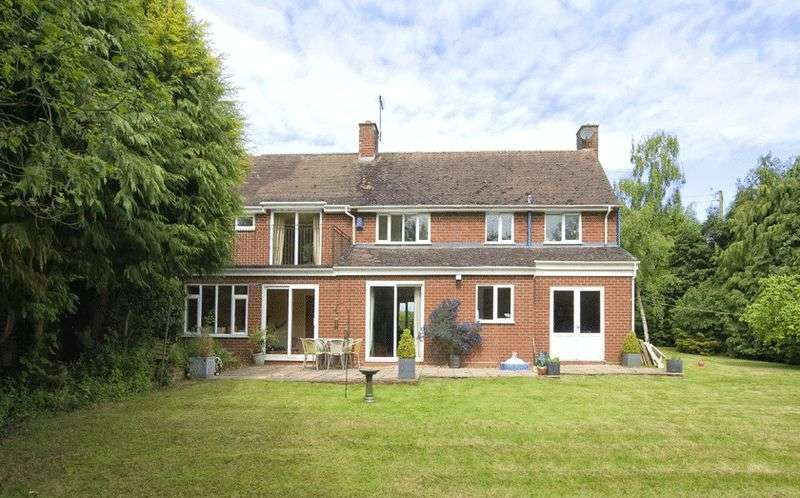 4 Bedrooms Detached House for sale in Monks Barn, Worcester Road, Harvington