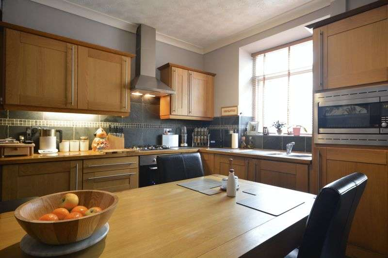 2 Bedrooms Terraced House for sale in Cemetery Road, Darwen