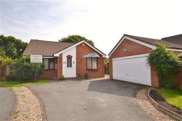 3 Bedrooms Bungalow for sale in Rowan Croft, Clayton le Woods, Chorley