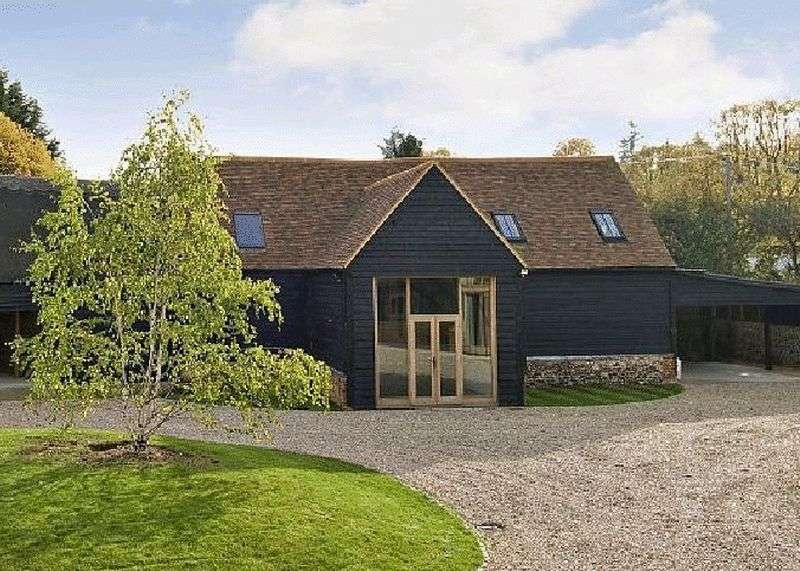 3 Bedrooms Detached House for sale in Cookham Dean. Detached Barn with consent for residential development.