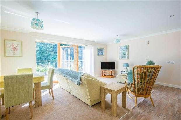 2 Bedrooms Flat for sale in Fernleigh, Buttercross Lane, WITNEY