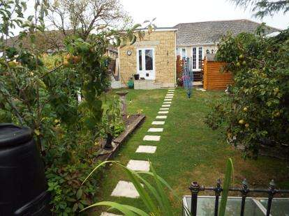 2 Bedrooms Bungalow for sale in Parkstone, Poole, Dorset