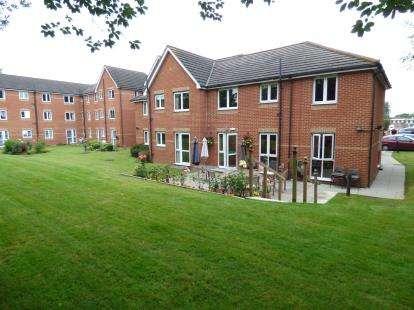 2 Bedrooms Flat for sale in Mavis Grove, Hornchurch