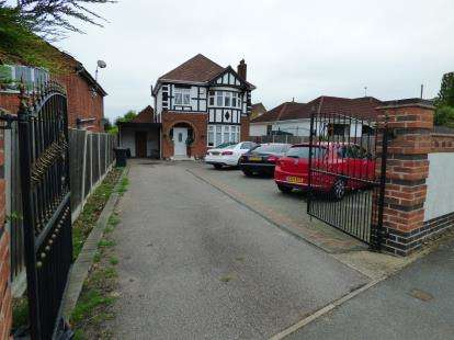 4 Bedrooms Detached House for sale in Scraptoft Lane, Humberstone, Leicester, Leicestershire